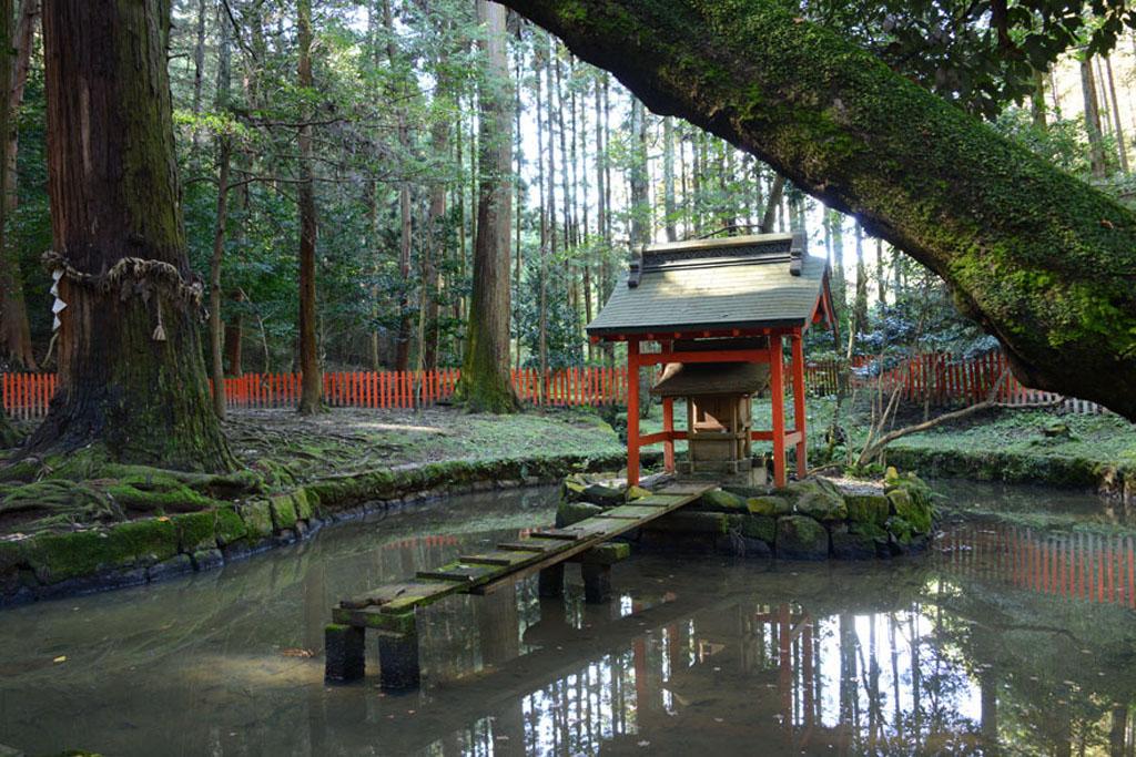 Святилище Хатидайрюо-ся при храме Исияма-дэра