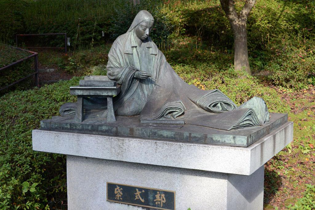 Скульптура Мурасаки Сикибу