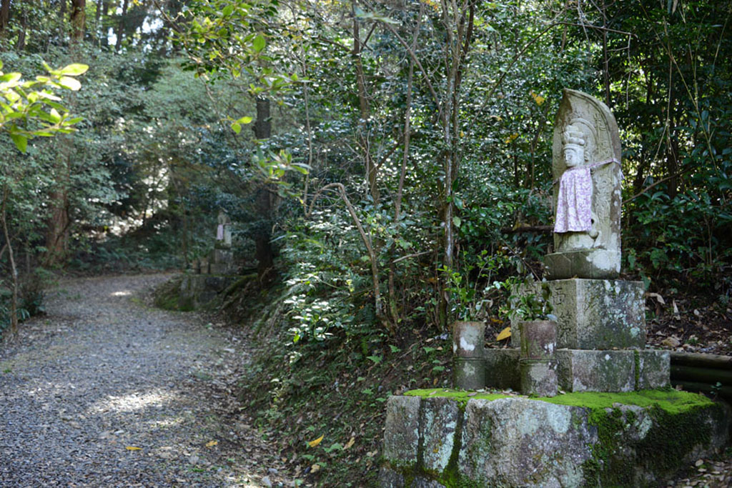 Kannon des 33 temples de Saigoku (Bouddha en pierre) (Mount Potalaka)