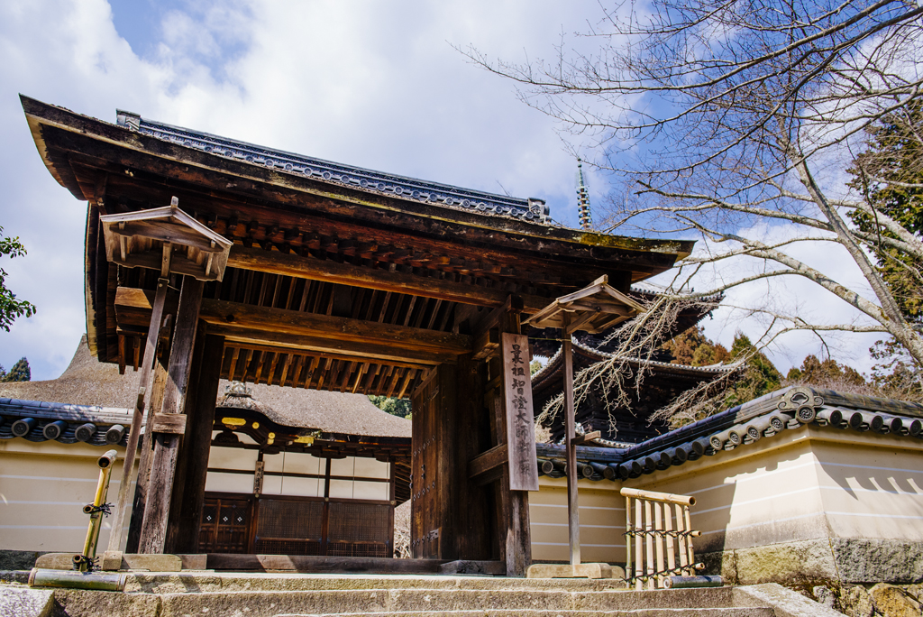 Tō-in Four Pillar  Gate